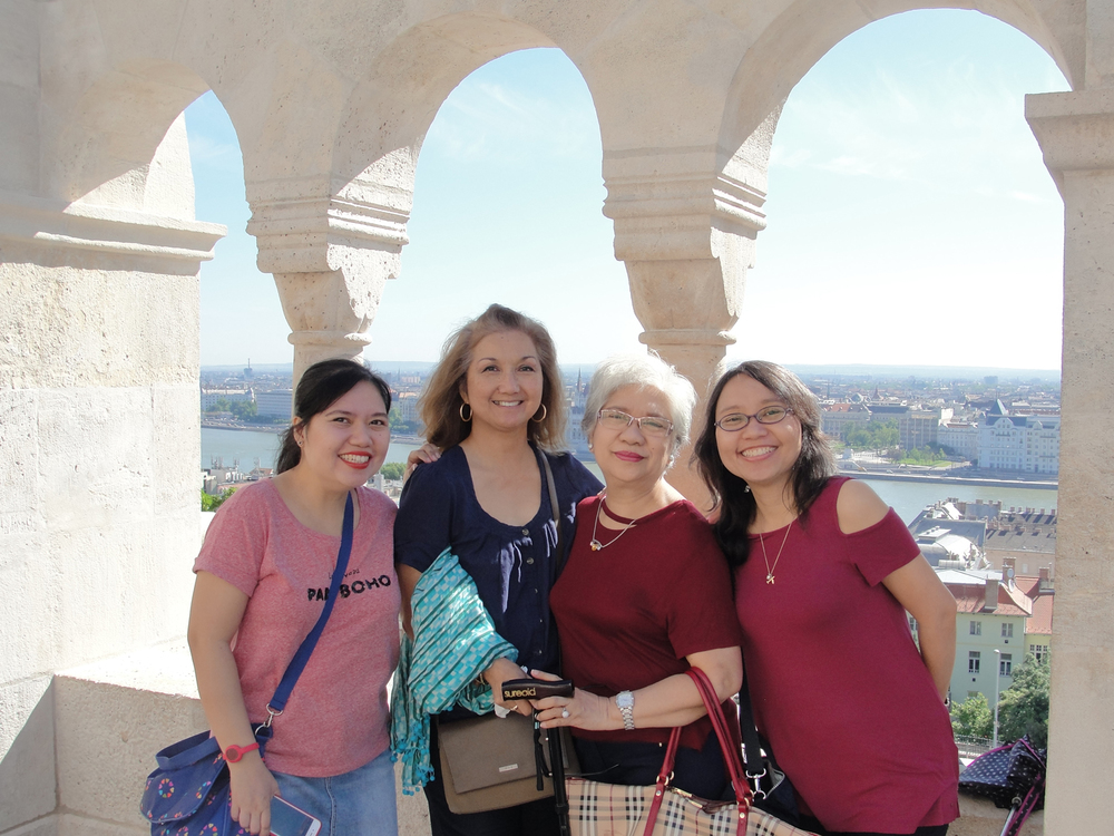 Parañaque residents Ofie Crucillo and daughters Carm and Dell bond with author in Budapest. (Photo by M. Z. Moreno)