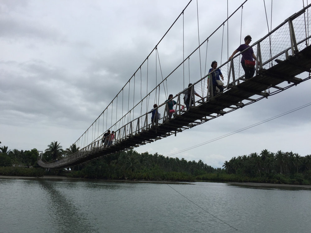 The rickety hanging bridge crossing the bay inlet. (Photo by Omar Paz)