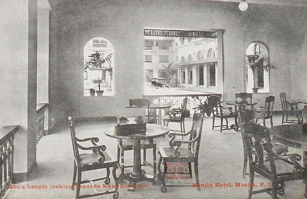 Manila Hotel-Men's Loggia looking towards main entrance-1914 (Photo courtesy of Cherry Diolazo)