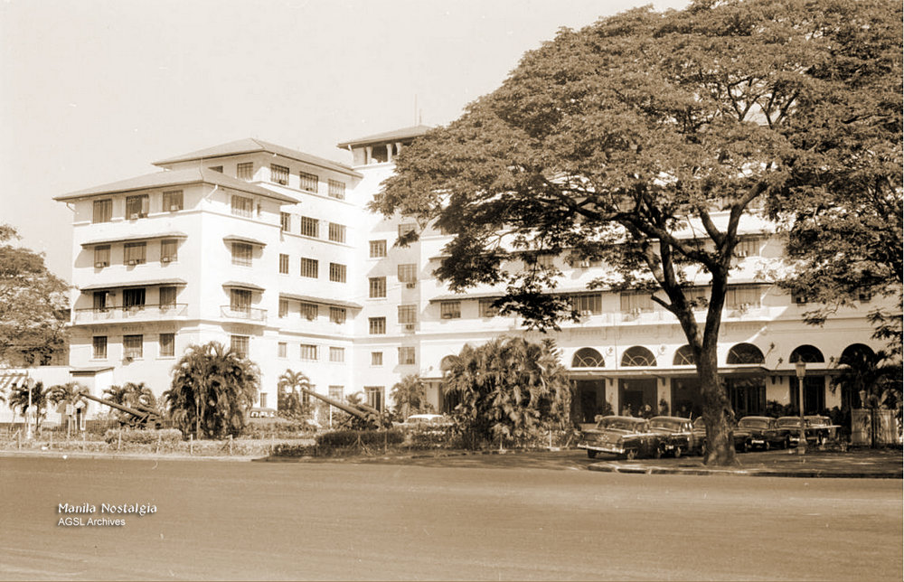 Manila Hotel entrance-1950s (Source: AGSL Archives)