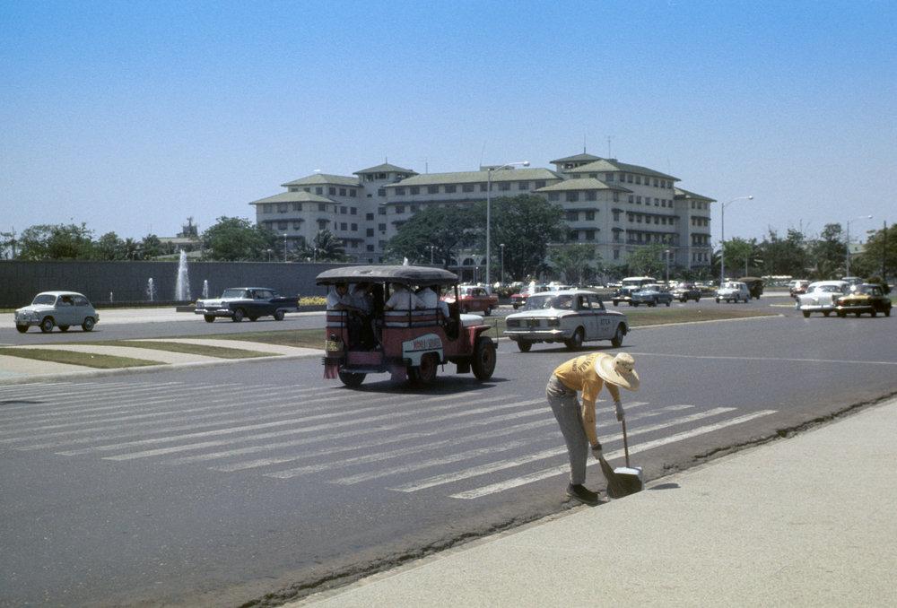 The Manila Hotel -1965 (Photo courtesy of Capt. Ed)