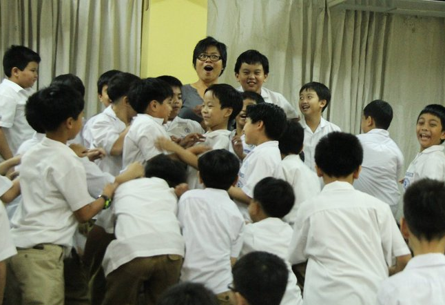 Candy Gourlay with the students of Xavier School (Source: candygourlay.com)