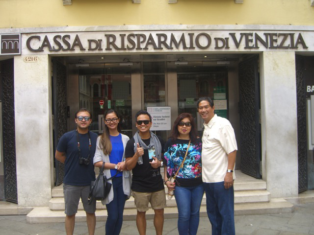 From left : Robert Cristobal, VM & Christine Soliman, Joe & Lynn Santos. These are Pinoys from Vancouver, Canada, who we met in Venice. They were touring other Italian cities by train and they had just  come from Florence when we bumped into them in Venice. (Photo courtesy of Joe and Lynn Santos)