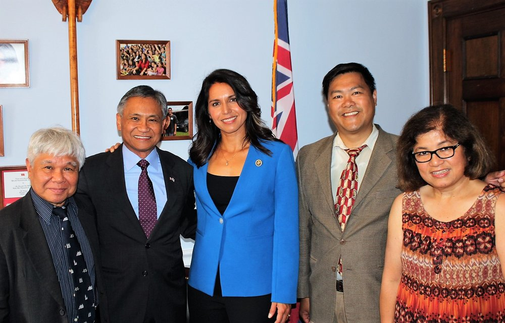 U.S. Rep. Tulsi Gabbard (center), lead sponsor in the House of the Congressional Gold Medal Act of 2015, pose for a photo with leaders of the Filipino Veterans Recognition and Education Project, from left Jon Melegrito, Maj. Gen. Antonio Taguba, FilVetREP Chairman, Ben de Guzman and Marie Blanco. (Photo courtesy of Rep. Gabbard's office)