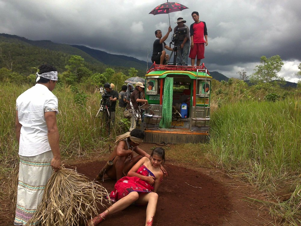 Kanakan stands atop a jeep with his crew, while directing a scene from  Busong . (Photo by Karla Pambid)