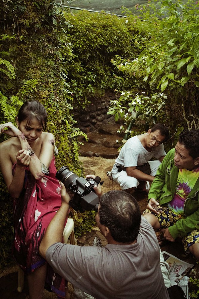 Shooting the final metamorphosis scene of  Busong , when Punay's (the lead character) wounds turn into butterflies. (Photo by Viory Schellekens)