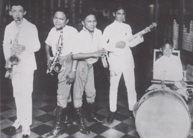 "The Godinos jamming with the ""All Filipino Band"" (Photo courtesy of Kadel and Herbert News)"
