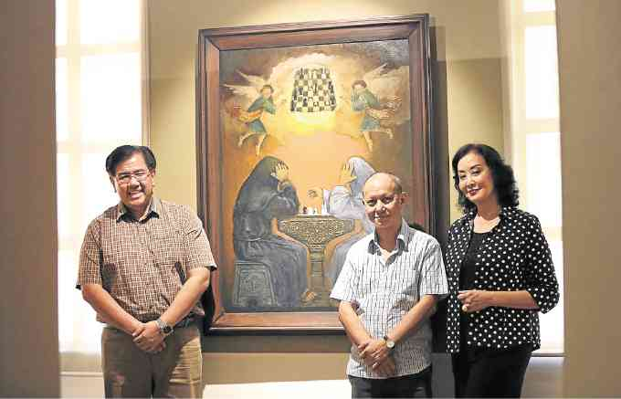"Saul Hofilena Jr., Guy Custodio and Gemma Cruz- Araneta with the artwork ""Celestial Chess Players"" (Source: Inquirer.net, Photo by Lyn Rillon)"