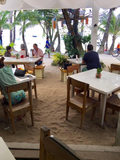 Beach dining (Photo by Gemma Nemenzo)