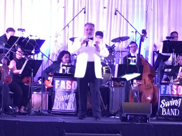 "Bob Shroder with members of FASO at the Hilton Glendale for ""Swing The Night."" Musicians L-R: Winston Raval, Bobbie Sanchez, Perfecto de Castro, Vinnie Aguas, Khris Kempis, and Allan Linco. (Photo by Carlos Zialcita ©2017)"