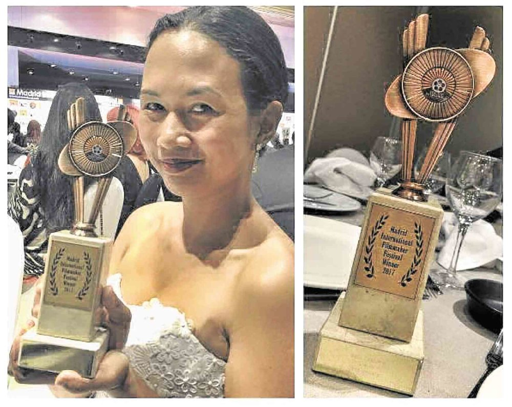 Jona Ballaran with her best costume design award at the Madrid International Film Festival (Source: Inquirer.net)