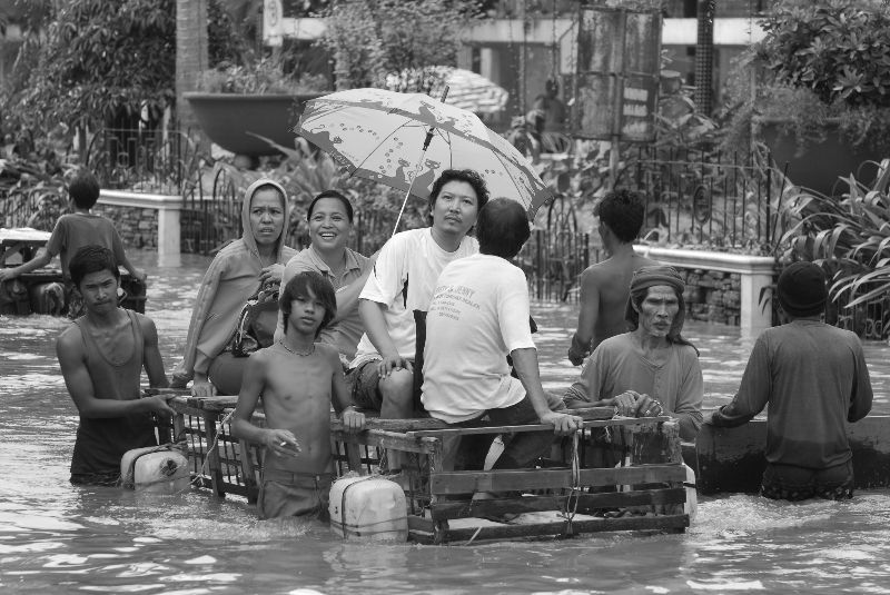 Ondoy Flood. Pasig (Photo by Tony Remington © 2009)
