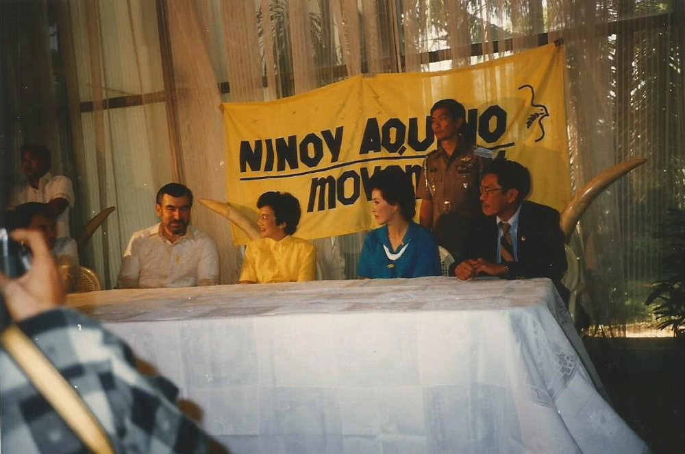 Mrs. Psinakis (third from left) with husband Steve (left) and President Corazon C. Aquino (Photo courtesy of Danny Navarrete)