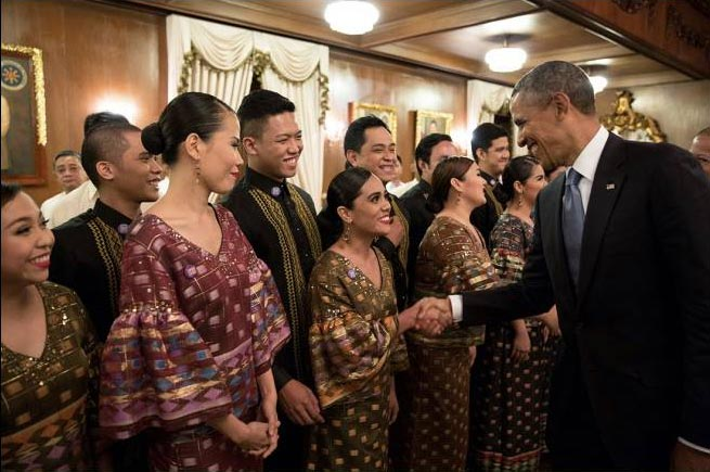 Former US President Barack Obama in Malacañan Palace greeting the MADZ post-performance during his last visit to the Philippines in 2014 (Photo courtesy of the Philippine Madrigal Singers)