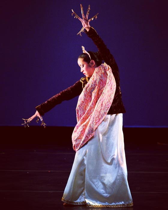 Dancer with janngay (nails) – Kristin Pahati in Linggisan. (Photo by pc @amazestudios)