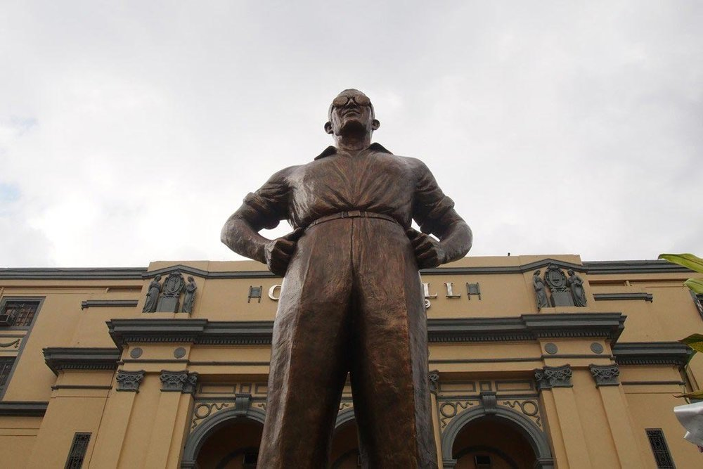 A monument to Lacson at Manila City Hall (Source: Urban Roamer)