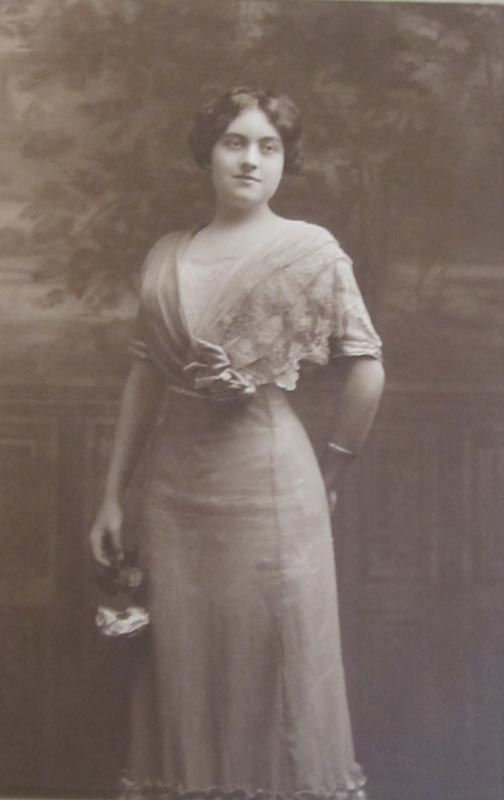 Nina Thomas (Photo courtesy of Titchie Carandang-Tiongson and Erwin R. Tiongson)