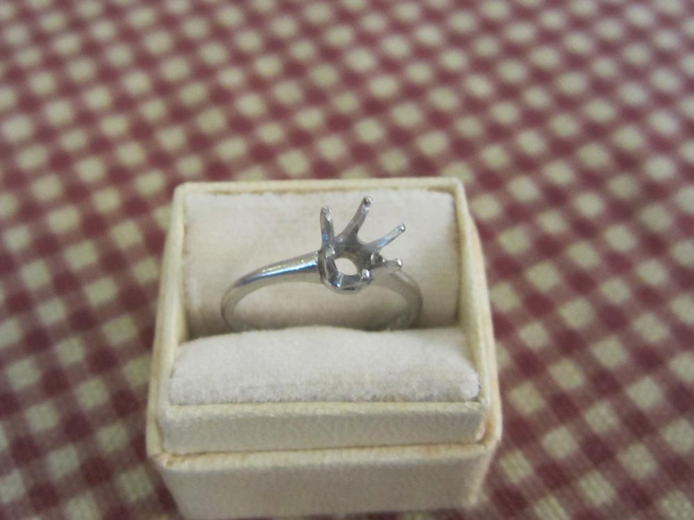 Nina Thomas' engagement ring (Photo courtesy of Titchie Carandang-Tiongson and Erwin R. Tiongson)