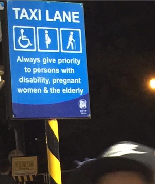 Taxi lane sign (Photo by Rene Astudillo)