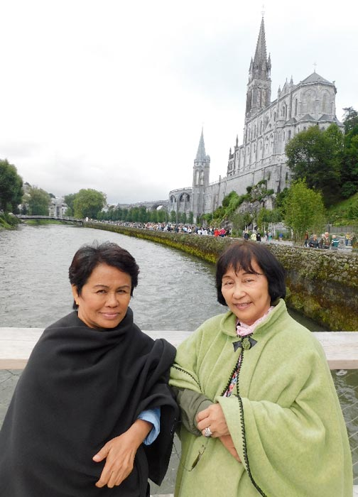 Edna Aguelo Ballesteros and Mary Ocio (Photo by Rey E. de la Cruz. Photo editing by Ivan Kevin Castro)