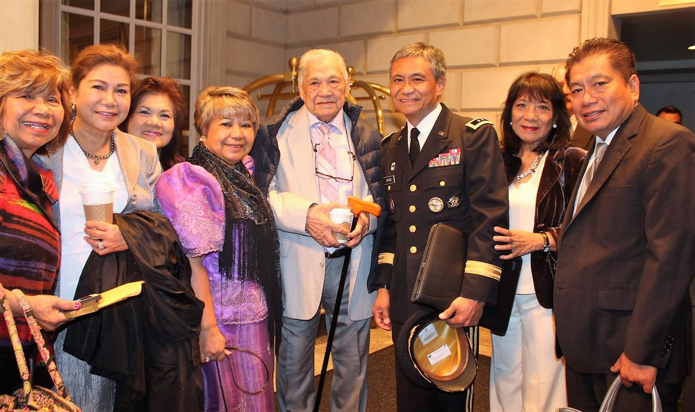FilVetREP Chairman Maj. Gen. Antonio Taguba welcomes the family of Filipino World War II veteran Arsenio Dizon (center) of New York. (Photo by Jon Melegrito/FilVetREP)