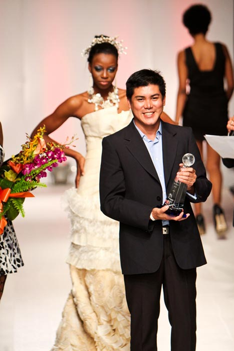 Oliver Tolentino (rhymes with Valentino), receiving the 2011 Sustainable Eco Fashion Award in the Bahamas. (Photo courtesy of Oliver Tolentino)