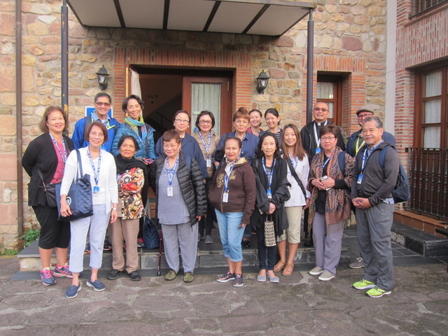 Our group at the start of the pilgrimage in Garabandal.  Left to right, front row: Suzette Veluz, Lu Yujuico, Fely Moore, Vicky Manzo, Bella Yuchengco, Gean Dee, Tess and Les Lamug. Back Row: Celine Young, Teddy and Jeanine De Rivera, Vivian Yuchengco, Tina Yap, Puchi Di Ricco, Joysie Rufino, Lyra Maceda, Fr. Al Nambatac, and Quico, our tour guide.