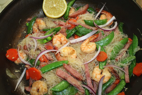 Pancit Sotanghon with Shrimps, Ham and Vegetables (Photo by Elizabeth Ann Quirino)