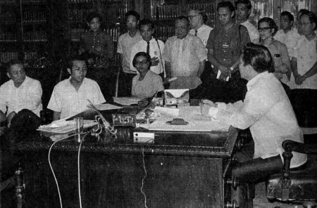 Student leader Edgar Jopson meets with Marcos in Malacañang on January 30, 1970 (Source: fqslibrary.wordpress.com)
