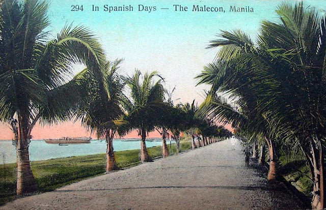 An old postcard of Manila by the Bay (Source:  http://pinoykollektor.blogspot.com/2013/07/90-charm-of-old-manila-postcard.html