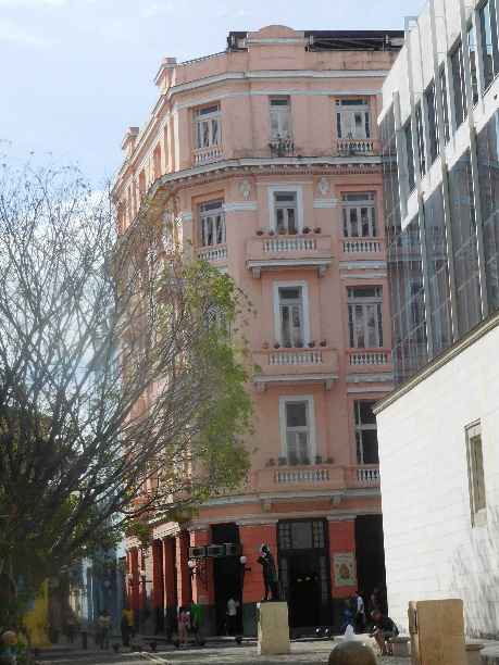 Hotel Ambos Mundos where Hemingway used to hang out. (Photo by Gia Mendoza)