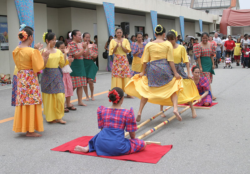 The tinikling performed by folk dancers (Photo by Nestor Cruz/Wikimedia Commons)