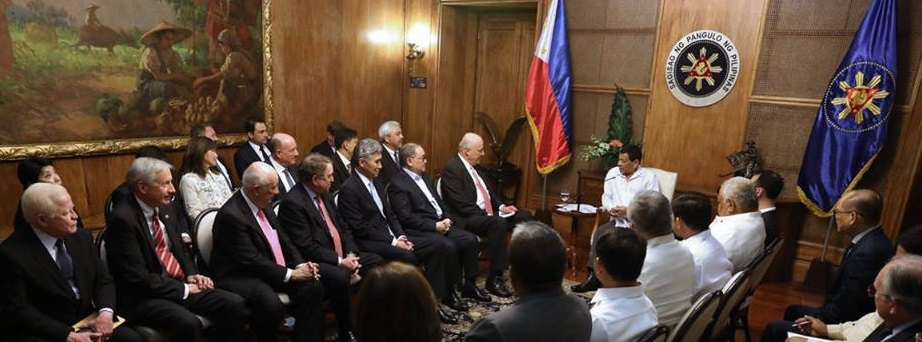 US-Philippines Society Board Directors on a Courtesy Call. Front row: Former Ambassador Jose L. Cuisia, Jr., Executive Director Hank Hendrickson, USPHS President Ambassador John F. Maisto, Ambassador Thomas C. Hubbard, Ambassador Sung Kim, Co-chair Manuel V. Pangilinan and Co-chair Ambassador John D. Negroponte. Second row: Doris Magsaysay-Ho, Hilda Gigioli, Honorary Consul Henry B. Howard, Leonardo Canseco, Gerardo Borromeo. Back row: Ross Matthews, David Rappa, and Dennis Wright. (Source: Malacañang)