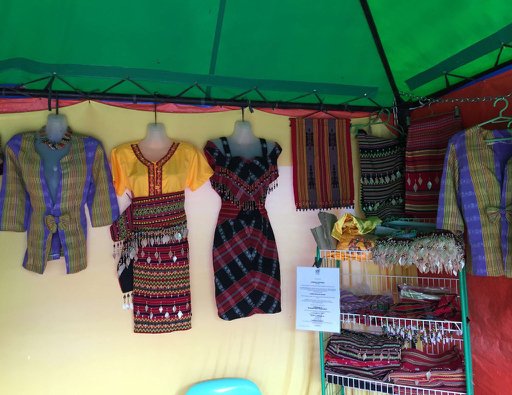 Kalinga fashion (Photo by Michael Gonzalez)