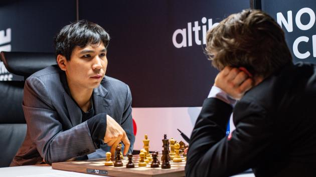 Wesley So has a post-match talk with Magnus Carlsen.