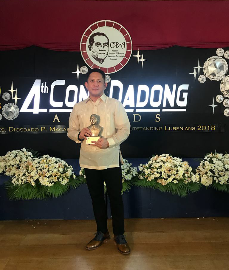 Raul Matias was a recent recipient of the Cong Dadong Awards, the President Diosdado R. Macapagal Awards 2018 for Outstanding Lubenians, in Business and Entrepreneurship (Photo credit: photos courtesy of Raul Matias, Manila Chocolatier and Machiavelli Chocolatier)