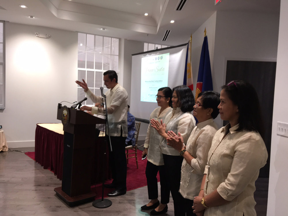 irector of the National Museum of the Philippines Jeremy Barns introduces Artisans (from left to right): Rhodora D. Sulangi, Ursulita M. Dela Cruz, Lilian Teresita R. Del Valle and Joan D. Monedo at the launch of the  Hibla ng Lahing Filipino  Traveling Exhibition featuring  Pińa-Seda : Pineapple and Silk Cloths from the Tropics (Photo courtesy of The Philippines On the Potomac Project)