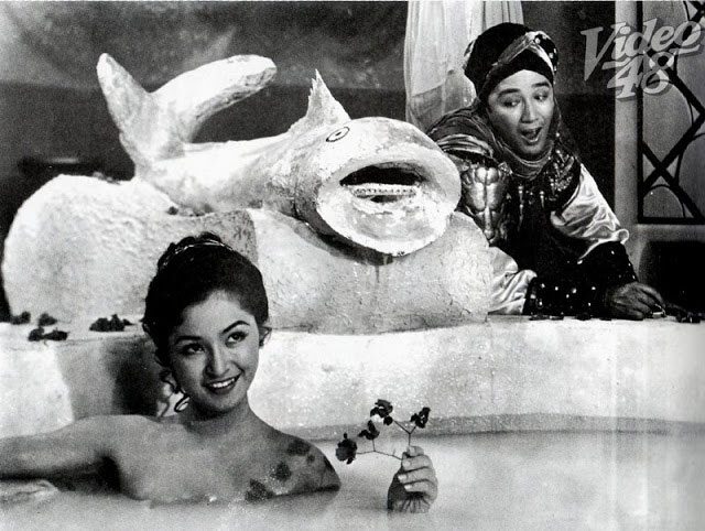 """This scene I don't remember: Nida Blanca and Nestor de Villa in their own """"milk"""" bath scene, eight years before Liz Taylor had her own as """"Cleopatra"""" in the million-dollar 1963 production. (Photo courtesy of Video48 and Simon Santos.)"""
