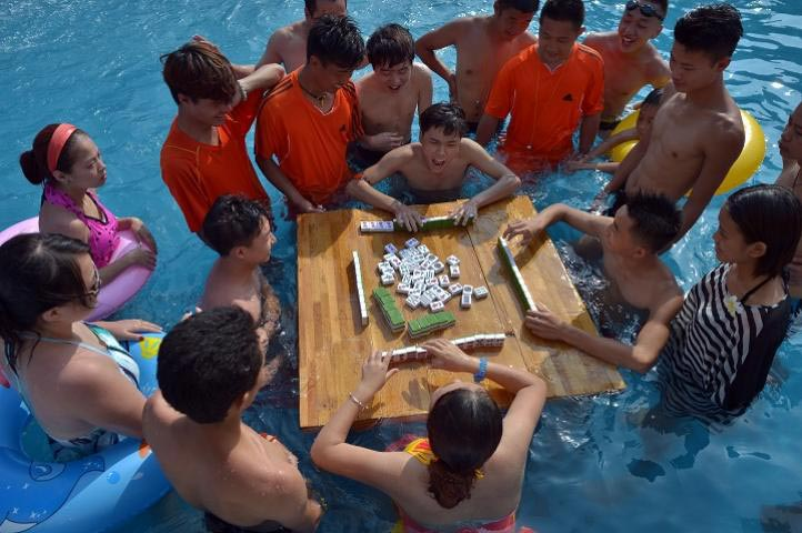 Did they play mahjong on the Titanic? It sure looks like it here. A slight variation though--youngsters keeping cool in a Cebu pool. Can Flipper the dolphin kibitz? Do you stop when your feet get all shriveled and prune-like?