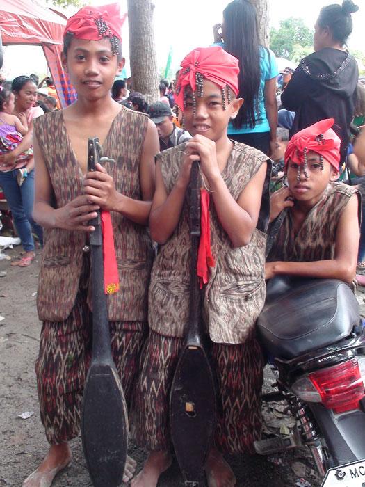 T'boli boys in T'nalak(Photo by Rochit Tañedo)