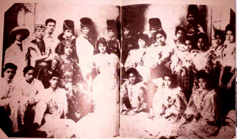 At the first Philippine Carnival of 1908, Elisea and Purificacion Tempongko (second row, 3rd and 4th from right) and their brother, Clodualdo (second row, leftmost) were in the court of honor of the Queen Pura Villanueva (later Kalaw).