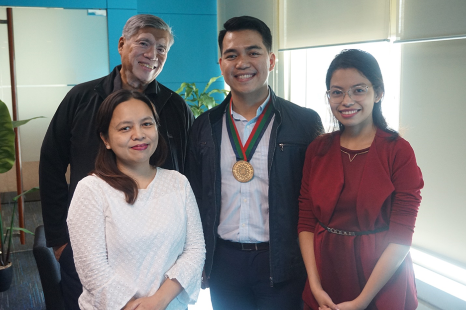 Gawad Geny Lopez, Jr. Bayaning Pilipino/Epic Youth Leadership Awards Project Director Fr. Nilo Tanalega, SJ, 2007 Bayaning Pilipino Youth Awardee (Philippines) Rolly Melendrez, Project Associate Marinela Eden, and ANC's   Shop Talk   Segment Producer Eah Antonio promote the EYLA on ANC.