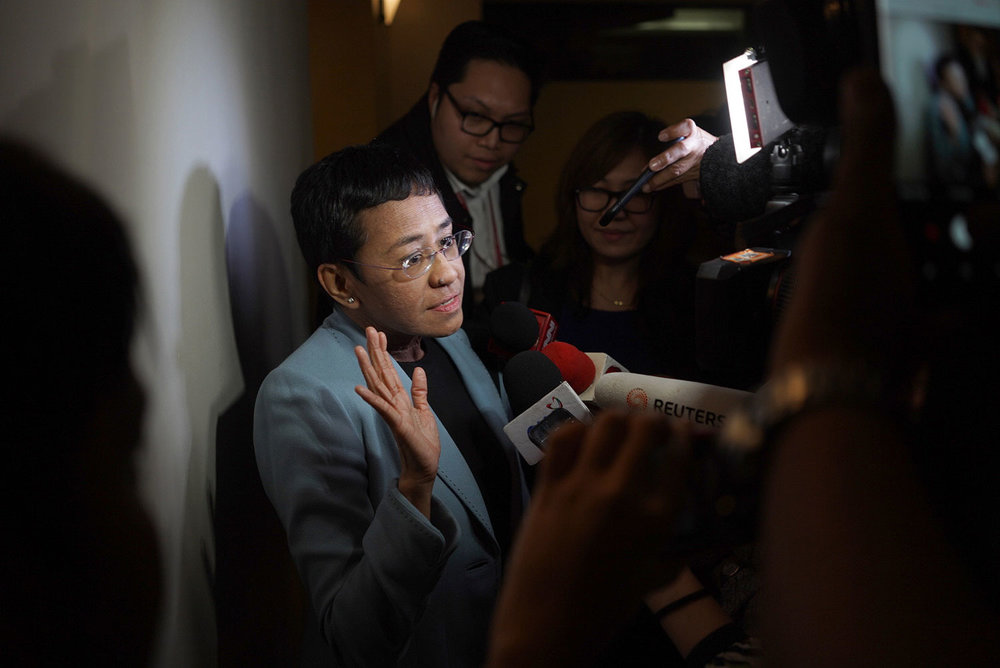 Maria Ressa talking to the press after being arrested by the NBI (Photo by Martin San Diego/Rappler)