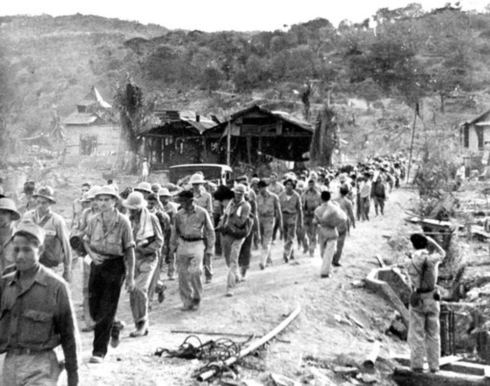 Filipino and American prisoners of war at the start of the Bataan Death March (Source: AP)