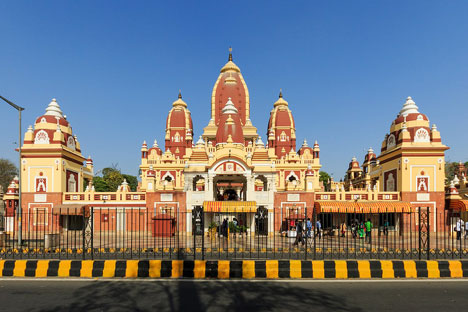 The Birla Mandir Hindu temple (where photography inside is forbidden). Doesn't it remind you of the main train station at Disneyland?