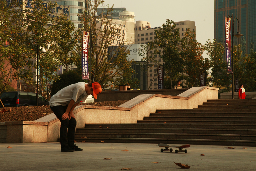 [o] zhao - geoff rowley battling the triple set in love park, shanghai