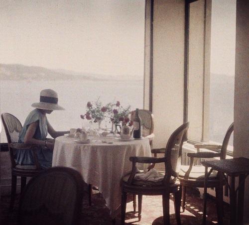 Jacques Henri Lartigue Bibi au restaurant d'Eden Roc, Cap d'Antibes, 1920