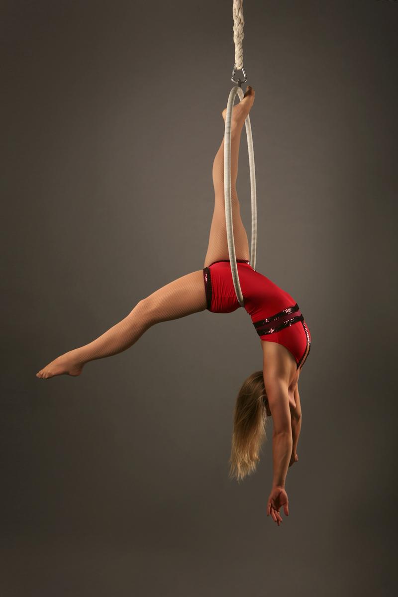 Zoe_Jones_aerial_hoop_backbalance_redcostume_web.jpg