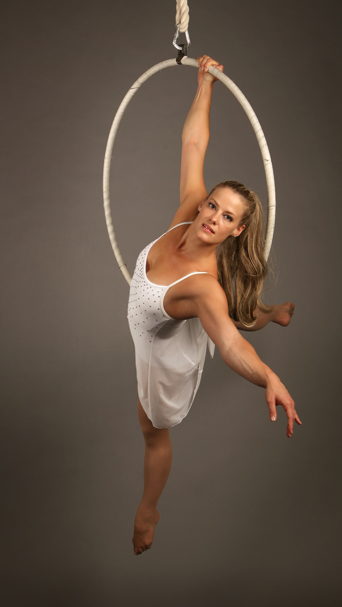 Zoe_Jones_white_costume_aerial_hoop_split_web.jpg