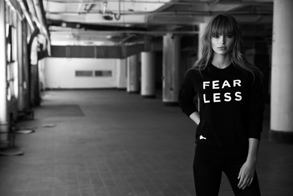 Sweatshirt_Black_Fearless_017.jpg
